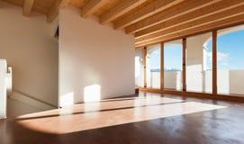 Архитектура, пустая просторная квартира стоковая фотография rf
