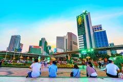 Архитектура района Silom финансовая в вечере Стоковая Фотография