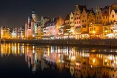 Архитектура старого городка в Гданьске на ноче Стоковое Изображение