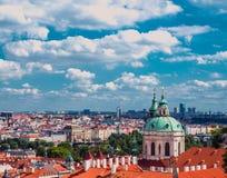 Архитектура старых городка и Карлова моста над рекой Влтавы в Праге Стоковое Изображение RF