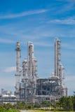 Архитектура химического завода рафинадного завода с голубым небом Стоковое Фото