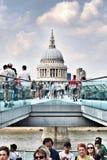 Архитектура людей моста тысячелетия собора Stpauls Стоковые Изображения RF
