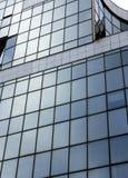 Архитектурноакустическая внешняя деталь промышленного офисного здания Стоковое фото RF