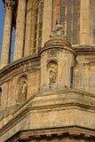 Архитектурноакустическая деталь башни базилики mer sur Boulogne, Франция, стоковая фотография