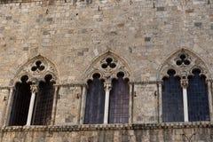 Архитектурноакустическая деталь здания, Сиены, Италии, Европы стоковое изображение