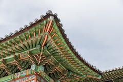 Архитектурноакустическая деталь изолировала - деталь традиционной крыши в Ch Стоковые Фотографии RF