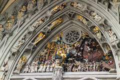 Архитектурноакустическая деталь исторической двери церков Стоковое Изображение RF