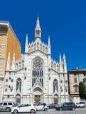 Архитектурноакустическая деталь молодого лосося Sacro Cuore Del Suffragio Chiese, r Стоковое Изображение RF