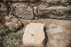 Архитектурноакустическая деталь с греческой надписью Стоковое Фото