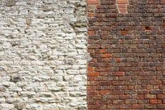 Архитектурноакустическая предпосылка красного кирпича и белой каменной стены Стоковое Фото
