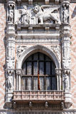 Архитектурноакустические детали дворца ` s дожа в Венеции Стоковое фото RF