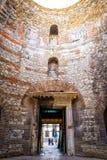 Архитектурноакустические детали в старом городке разделения Стоковые Фото
