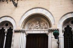 Архитектурноакустические детали на зданиях в Риме Италии Стоковая Фотография