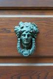 Архитектурноакустические детали - старое knoker двери с львом Стоковое фото RF
