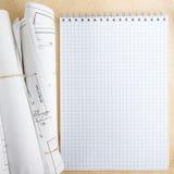 Архитектурноакустические светокопии и крены светокопии на белой предпосылке Стоковое Изображение