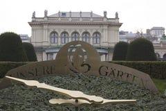 Архитектурноакустический конец вверх часов Unsere Garten перед Kursalon Стоковое Изображение RF