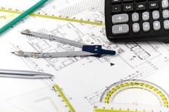 Архитектурноакустический проект, пары компасов, правители и калькулятор Стоковые Фото