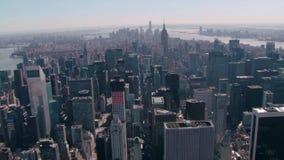 Архитектуры небоскреба Манхаттана район Нью-Йорка городской финансовый оглушая воздушный взгляд городского пейзажа панорамы 4k сток-видео