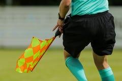 Ассистентский рефери на футбольном матче Стоковые Изображения RF