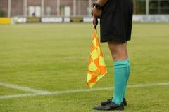 Ассистентский рефери на футбольном матче Стоковое Изображение RF