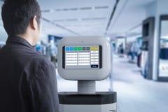 Ассистентский робот с програмным обеспечением Стоковые Фотографии RF