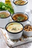 Ассортимент горячих супов в кружках, вертикальный Стоковое Изображение RF