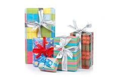 ассортимент кладет подарок в коробку стоковое фото rf