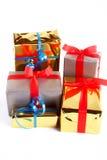 ассортимент кладет подарок в коробку стоковые изображения rf