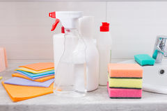 Ассортимент новых чистящих средств домочадца Стоковое Изображение