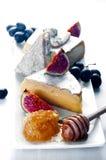 Ассортимент плиты сыра различных типов и меда Стоковое Фото