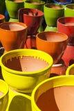 Ассортимент цветастых глиняных горшков Стоковое фото RF