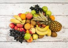Ассортимент экзотических плодоовощей на белой предпосылке Стоковое фото RF