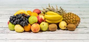 Ассортимент экзотических плодоовощей на белой предпосылке Стоковые Фото