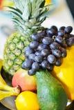 Ассортимент экзотических плодоовощей на деревянном поле Стоковые Фото