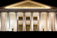 АСТАНА, КАЗАХСТАН - 15-ое августа 2016: Заявите оперу Астаны театра оперы и балета на ноче Стоковое Фото