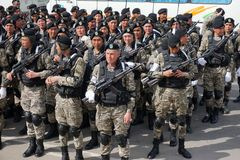 Астана, Казахстан, - 2-ое мая 2015 Солдаты армии Казахстана во время репетиции парада в честь стоковое изображение rf