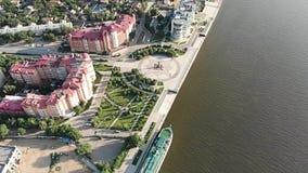 Астрахань Обваловка города сверху Туристическое судно Памятник Питер 1 акции видеоматериалы
