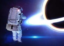 Астронавт в космическом пространстве против фона  Стоковые Фотографии RF