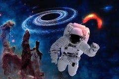 Астронавт космоса около черной дыры стоковое изображение