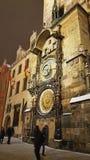 Астрономические часы и башня в старой городской площади города Праги стоковые изображения