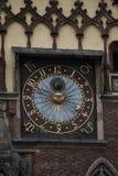 Астрономические часы на старой башне здание муниципалитета в Wroclaw, Польше Стоковая Фотография