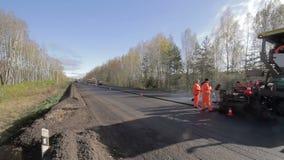 Асфальт ремонта дороги промежутка времени сток-видео