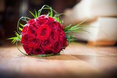дата торжества букета цветет красные розы некоторые Стоковое Изображение