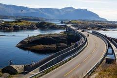 Атлантическая дорога около Molde в южной Норвегии Стоковая Фотография