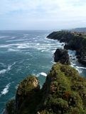 атлантические скалы llanes стоковые изображения rf