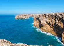 Атлантическое побережье около Sao Vicente накидки algarve Португалия стоковые изображения rf