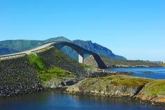 атлантическое vew дороги Норвегии моста Стоковая Фотография