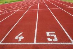 Атлетика 100 метров линии старта Стоковое фото RF