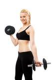 Атлетическая молодая дама разрабатывая с весами Стоковые Изображения RF
