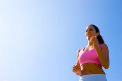 атлетическая работая женщина стоковые фотографии rf